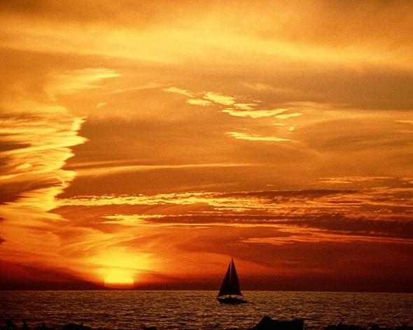 velero-en-el-mar-foto-tomada-del-blog-letras-del-aire.jpg?w=590&h=472