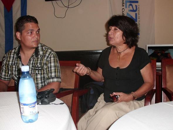 Luisa Alejo y el director del filme Yosmani Acosta Martínez