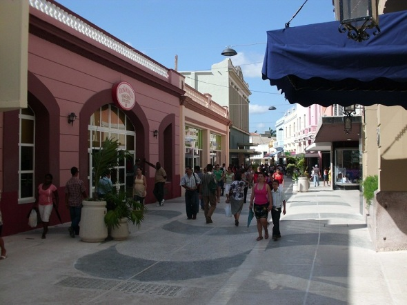 Paseo peatonal en la calle Maceo de Camagüey