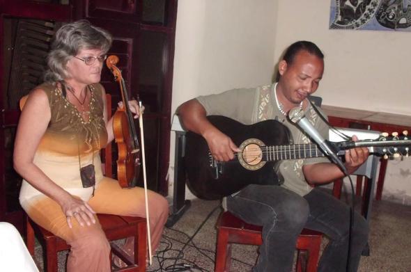 Cantan en central ciudad cubana al amor y  la ternura