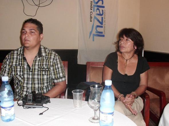 En la foto el director Yosmani Acosta Martínez y la guionista Luisa Alejo
