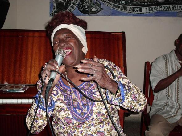 Para Candita Cuba y el escenario son alma,  corazón. Foto Lázaro David Najarro