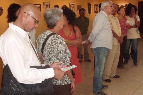Participantes en exposición bipersonal de grabados y cerámicas Tinta y fuego