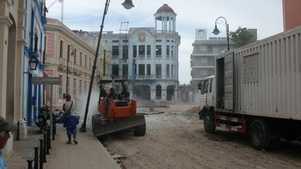 Labores de rehabilitación hidráulica del conducto de agua Bella Vista-Cristo en esta oriental ciudad cubana