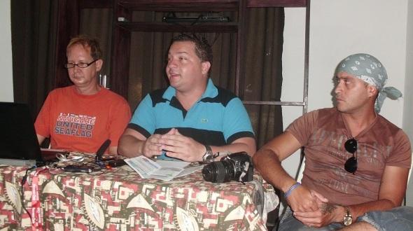 En la foto integrantes del comite organizador en el centroYunielkis Naranjo, presidente AHS en Camagüey, Reynaldo Barrera, jefe de la sección Auidiovisual en Camagüey, a la derecha y Reynaldo López,