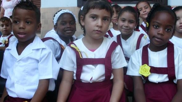 La escuela tiene una matricula de,  los  668 alumnos (hijos de madres  trabajadoras)
