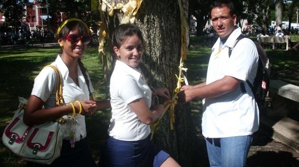 Una cinta amarrilla a favor de la liberación de los antiterroristas cubanos