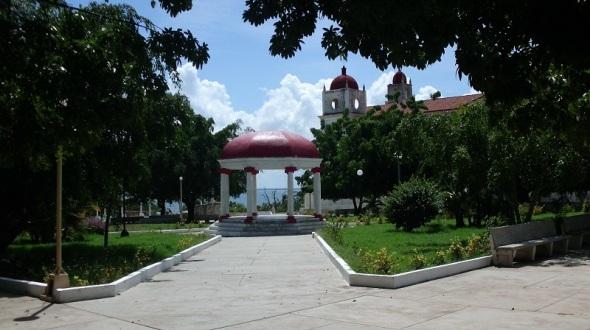 El parque más popular de la ciudad el Salvador Cisneros Betancourt, es uno de los lugares que más historia expresa por la arquitectura que le rodea