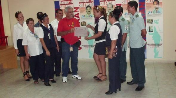 Casa de los Cinco, al colectivo del Aeropuerto Internacional Ignacio Agramonte y Loynaz