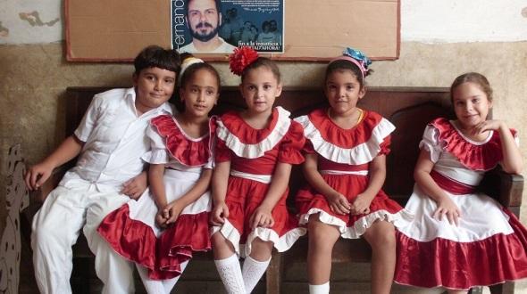 En los talleres de creación organizados por docentes e instructores de arte de la escuela José Luís Tassende, a la que pertenece  el colectivo, se convocan a concursos de distintas temáticas