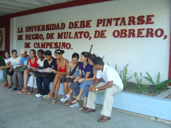 La universidad debe pintarse de negro, de nulato, de obrero, de campesino. Foto Lázaro D. Najarro P