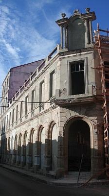 Teatro Avellaneda edificación ecléctica sobresale por su monumental fachada de gran diseño arquitectónico