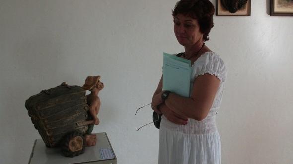 Almas al vacío, del escultor cubano Luís Londres Miguel  propicia la participación activa del espectador en el completamiento de la imagen visual