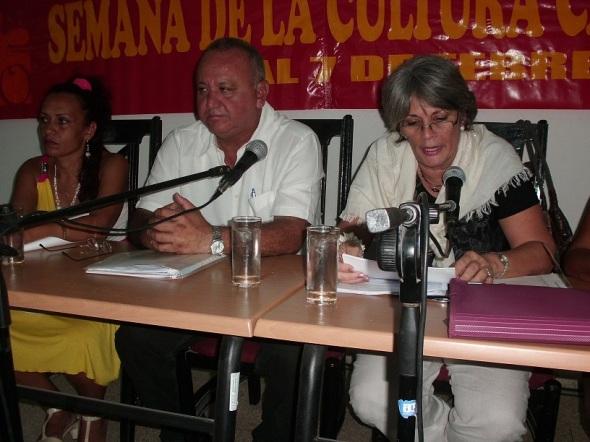 A la derecha Irma Horta