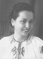 A la joven de 18 años Galina Jzhanovka los seguidores de Bandera se la llevaron, la violaron y la ahorcaron en el bosque