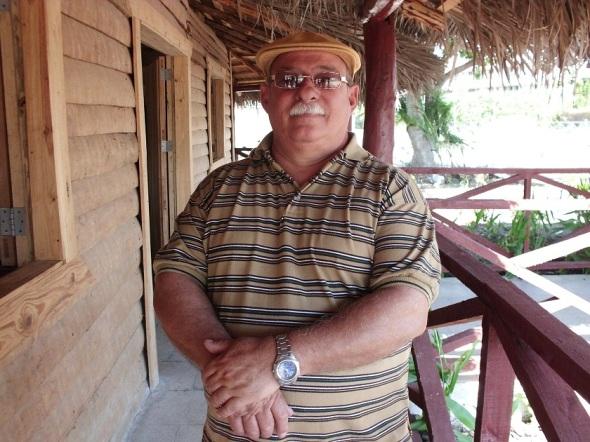 Arquitecto y artista Sergio Roque, autor del monumento Tula