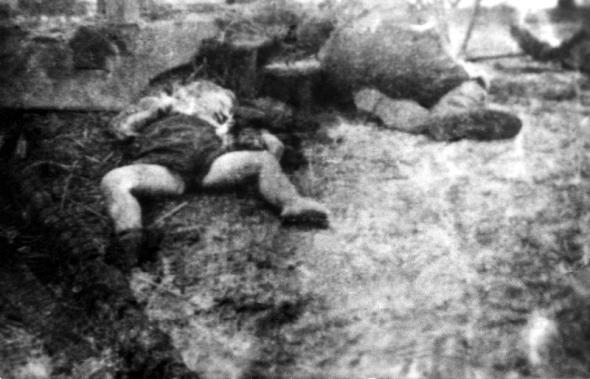 En la foto, víctimas de la matanza de Bandera en el pueblo polaco de Germanovka