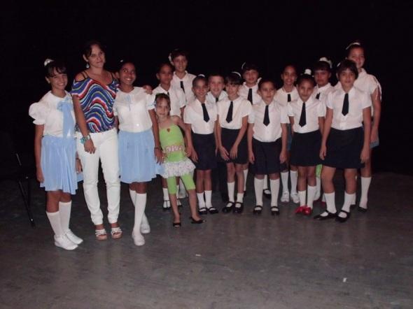NIÑOS Y NIÑAS DEL CORO INFANTIL QUE PARTICIPARON EN LA GALA AL CHÁVEZ EN CAMAGÜEY