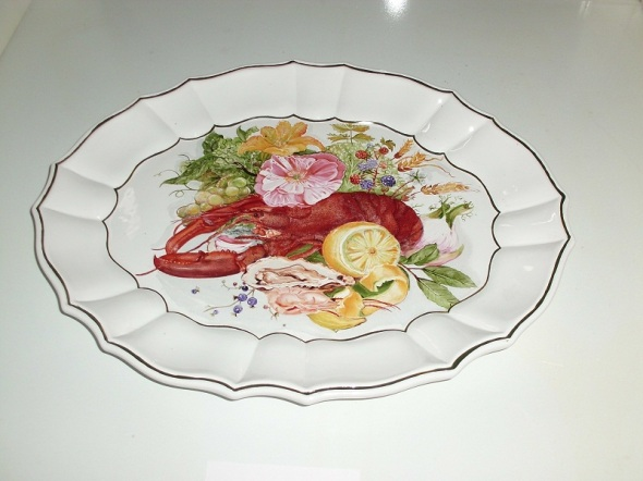 Plato de Cerámica con langosta. Técnica. Aceite al agua. Dimensión 23 x 24 cm.