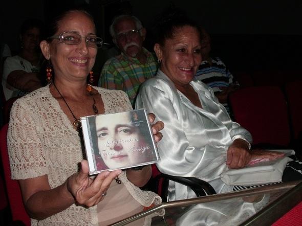 Reconocimiento a Regina Balaguer , del Ballet de Camagüey por el papel de la compañia en la realización de l material filmico