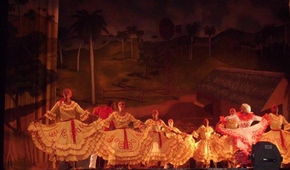 Las danzas deleitadas por el público en esta comarca de pastores y sombreros