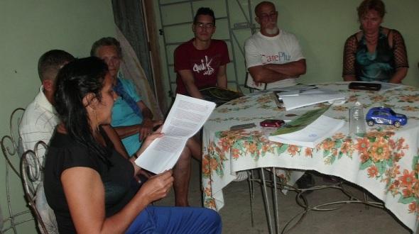 Odalys Leyva en plena fanea del Proyecto comunitario Décima al Fli. Foto Lázaro David Najarro