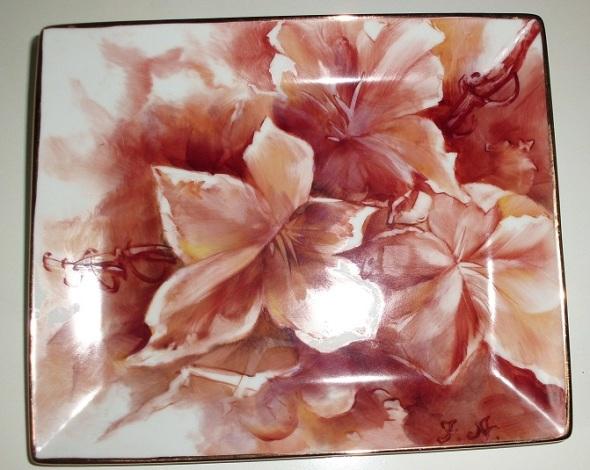 Platillo con hojas. Técnica Open Oil. Dimensión 16 x 19 cm.