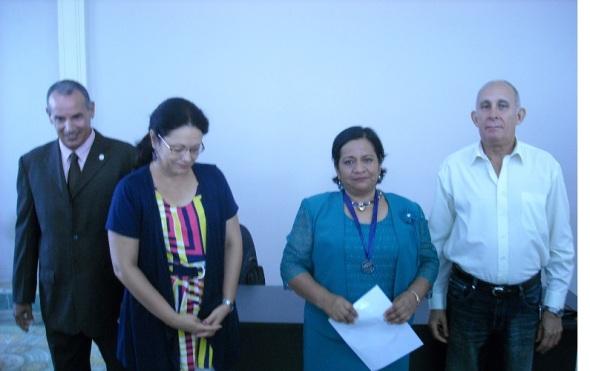 Distinción 45 Aniversario de la Educación Superior en Camagüey, a mexicana Martha Alba Palos