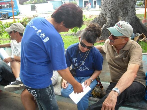 En el centro durante la organización del festival en Santa Cruz del Sur, la especialista de la Empresa Nacional de Flora y Fauna Yanet Forneiro