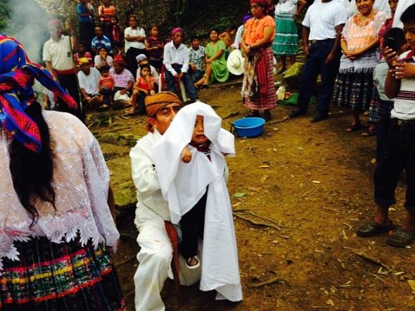 La organización se constituyó en 1990 con el objetivo de promover y preservar la cultura maya Qeqchi' de Guatemala