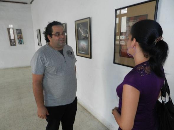 En la foto José Manuel Cordero intercambia con una espectadora