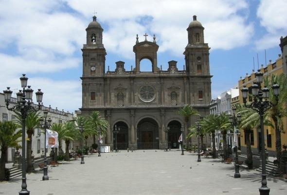 Exteriores de la Catedra d Santa Ana