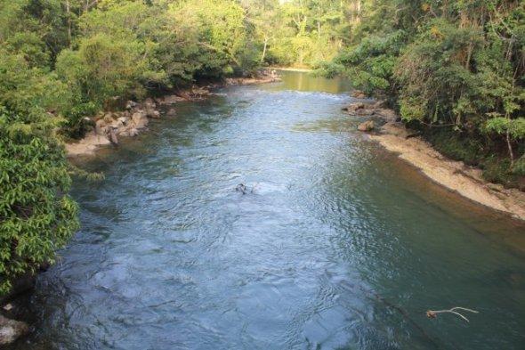 Río Dolores al momento de pasar por la Comunidad de Monte Olivo. Más abajo se une al río Canguinic para nombrarse río Icbolay a la altura donde se ubica la comunidad 9 de febrero. Foto CPR-Urbana.