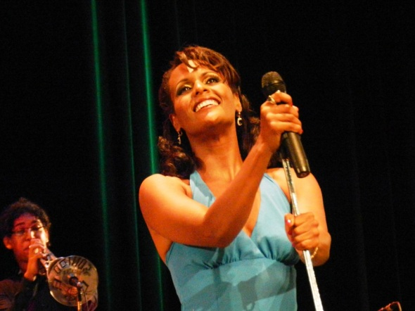 La joven cantante Yaíma Sáez conmocionó al publicó con un repertorio de 16 obras del patrimonio musical cubano y latinoamericano .Foto Lázaro D.Najarro