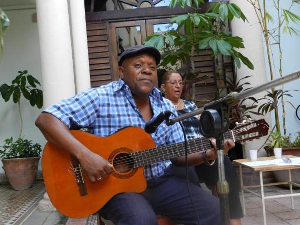 Reclamo poetico y musical por Los Cinco. Foto Lázaro David Najarro