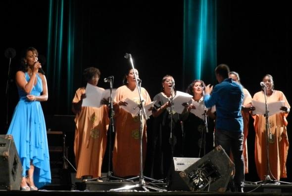 Unió  su voz a la agrupación Desandann, dirigida por Emilia Díaz,