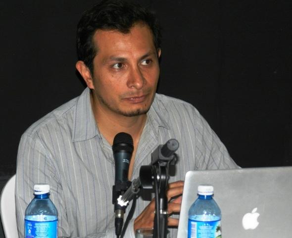 El Maestro, investigación teatral y colaborador del Festival Transversales mexicano Gabriel Yépez,
