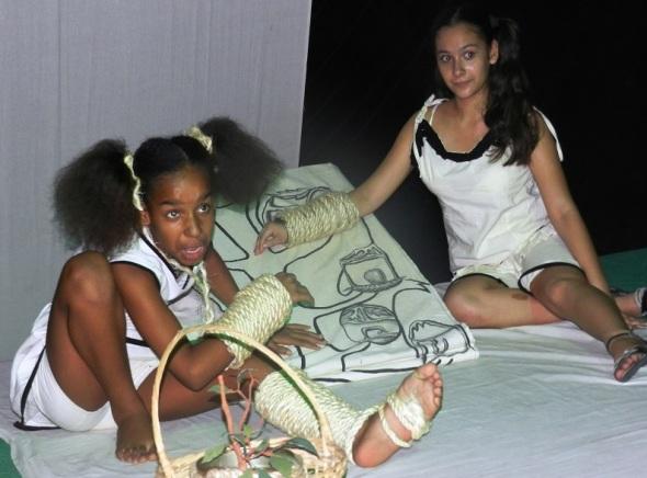 Los actores encarnan la vida de dos menores envueltos en la soledad y el desamor,