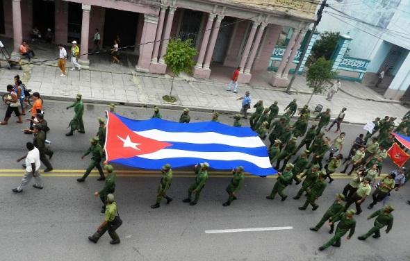 Los soldados de  la patria en marcha por la paz