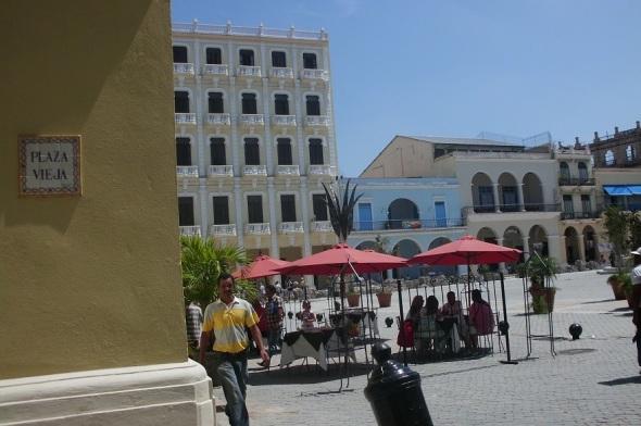 Plaza Vieja,  sitio muy visitado en La Habana