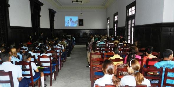 Recuerdan estudiantes de ciudad cubana expedición del yate Granma