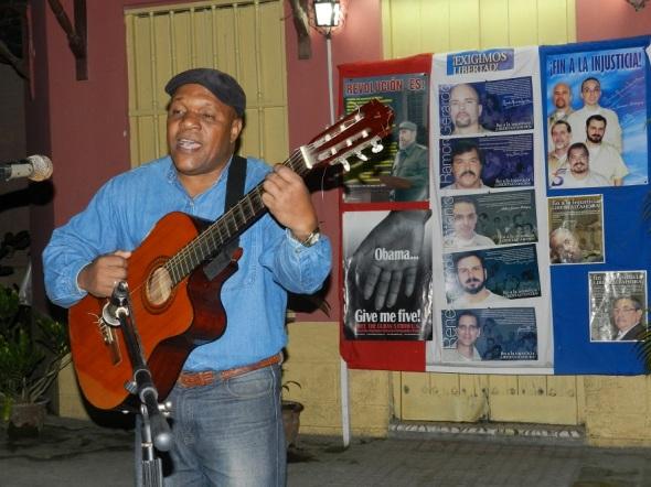 Trovadores cantan por el regreso antiterroristas
