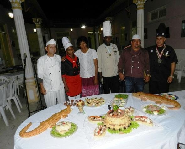 Becarios de 19 países intercambian con maestros culinarios cubanos