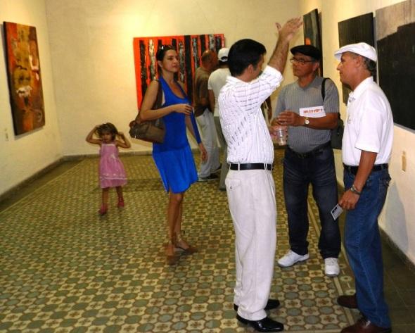 Exponen en ciudad del oriente cubano colección de 20 obras abstractas
