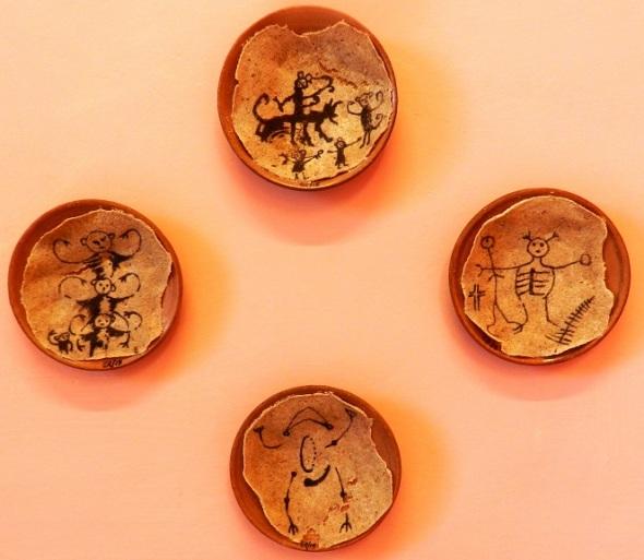 Conjunto de ceramica con casabe para Proyecto pictórico recrea presencia aborigen en cultura cubana actual