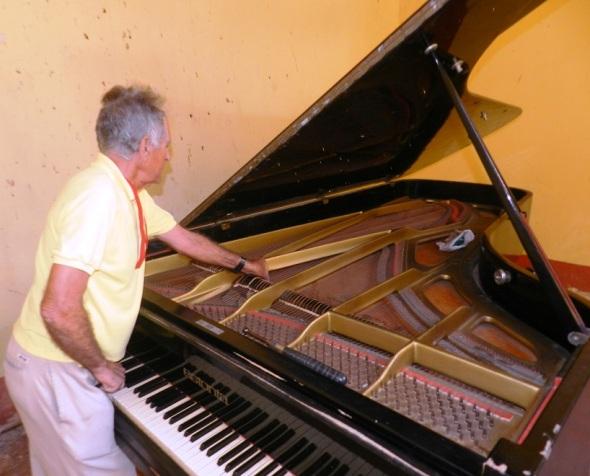 Comienzo de la preparación del centro armónico para repartir los diferentes intervalos (combinación de una nota con otra) para definir la técnica requerida en la afinación del piano.
