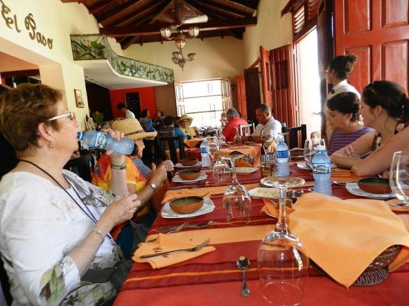 En unidades gastronómicas de esta comarca de pastores y sombreros, a decir del Poeta Nacional de Cuba, Nicolás Guillén, se oferta el casabe para acompañar platos típicos