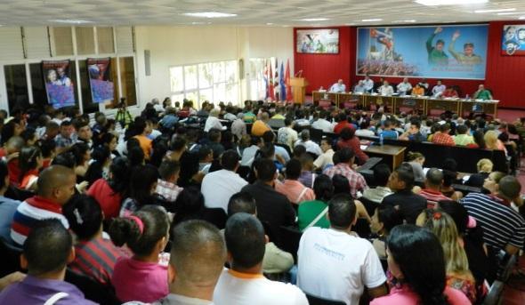 asamblea previa al X Congreso de la Unión de Jóvenes Comunistas