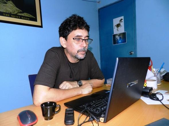 El artista cubano José Luis Santana, presidente del comité organizador del VI Festival Internacional de Videoarte de Camagüey