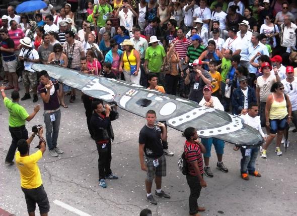 Hacha de Holguín, símbolo de la provincia, estará en patio de la Casa de Iberoamérica, junto a las banderas de los paises de la regipon que asistiran al evento